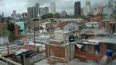 Más de un millón y medio de hogares con déficit habitacional en Buenos Aires