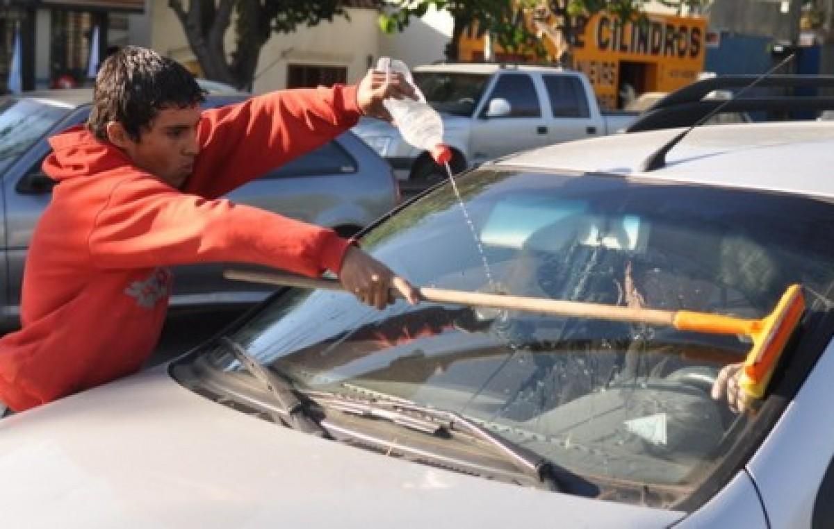 El Municipio de Santa Fe trabaja para reinsertar a 250 ex limpiavidrios