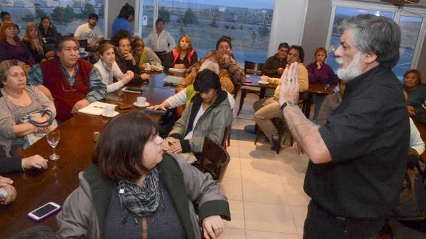 El intendente José Córdoba se reunió con un grupo de vecinalistas en la tarde noche del lunes.