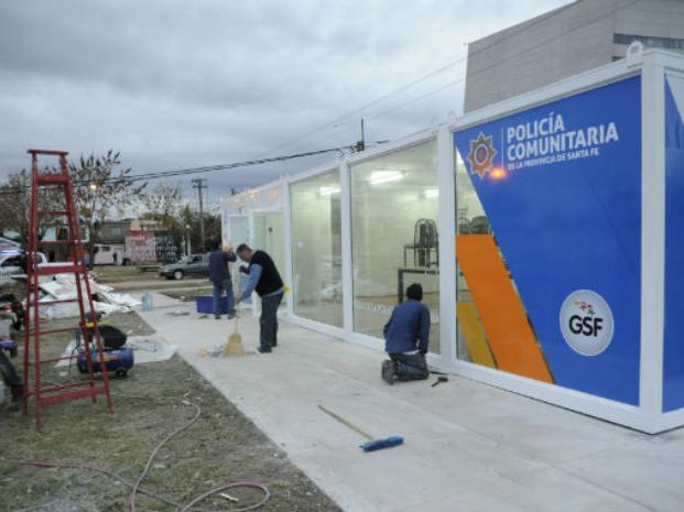 Todo listo. La primera Casa de la Policía Comunitaria, a habilitar en Moreno y Arrieta (barrio Las Flores), fue puesta ayer a punto. (Foto: A. Amaya)