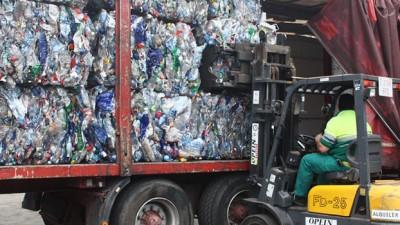 Avanza la exportación de plásticos prensados mediante el programa Ushuaia Recicla