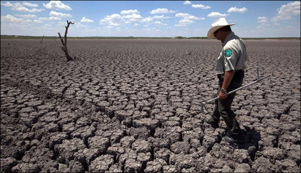LA SEQUÍA PROVOCÓ EL AGRIETAMIENTO DE LA TIERRA EN ESTADOS COMO CALIFORNIA Y TEXAS