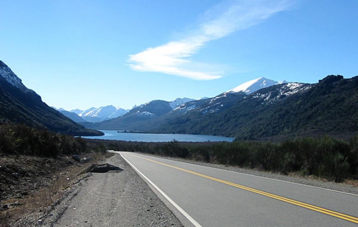 Camino a la autopista de ingreso a Bariloche