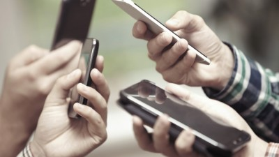 Proponen declarar servicio público a la telefonía móvil