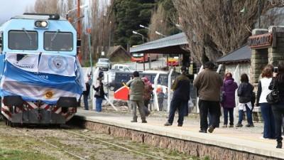 Después de 18 años, arribó un tren que unió Buenos Aires con Bariloche