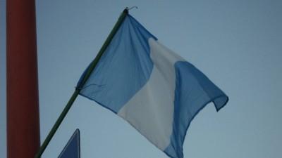 Insólito: Villa Mercedes festejó el Día de la Patria con banderas de Guatemala