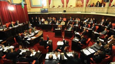 El FR presentó el proyecto para limitar reelecciones de Diputados y Senadores