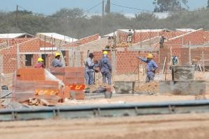 PROYECTO. La gobernadora Claudia Zamora había adelantado la construcción de miles de viviendas en todo el territorio provincial este año.