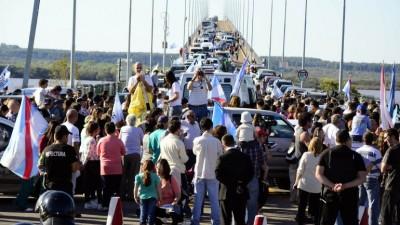 Gualeguaychú: Más de 230 vehículos cruzaron el puente contra la ex-Botnia