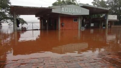 Por fuerte crecida del Uruguay están cerrados los pasos de Alba Posse, San Javier y Panambí