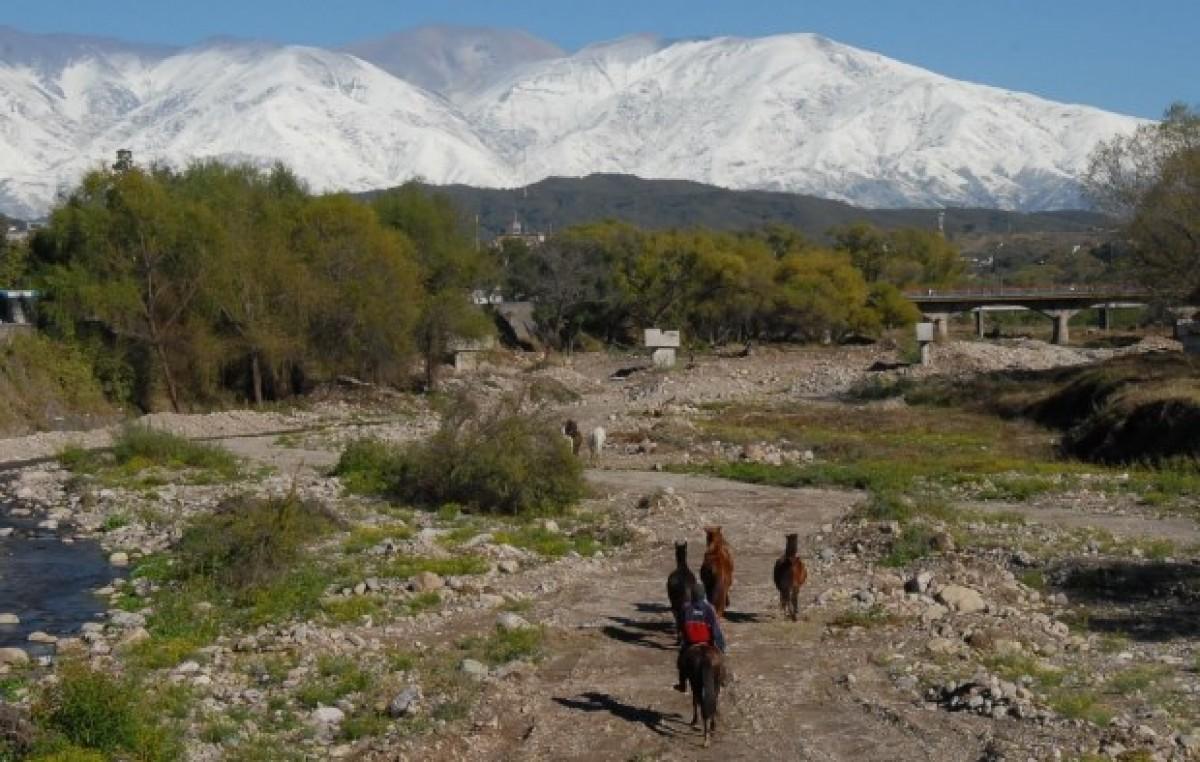 Jujuy: Impactante imagen de los cerros nevados entorno a la Capital
