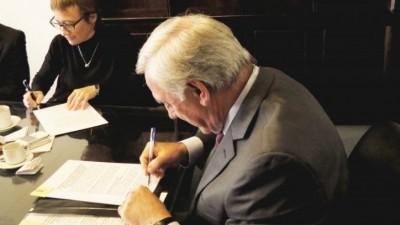 El Ejecutivo de Tierra del Fuego promulgó las leyes de endeudamiento para el pago de deudas a las Municipalidades