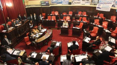 Buenos Aires: Policías municipales, un final abierto y tensión en el Senado