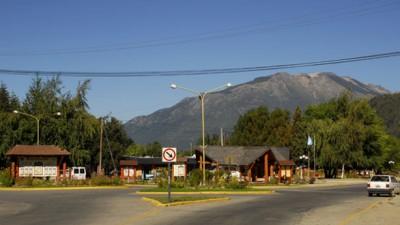 El Gobernador de Chubut entregó 32 viviendas a familias de El Maitén y Lago Puelo