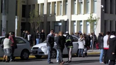 Municipales de Madryn se manifestaron en reclamo al pago de tres categorías