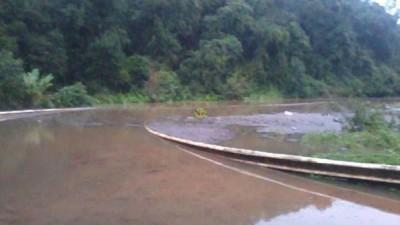 La crecida del Paraná dejó aislados a Montecarlo,Caraguatay y Piray