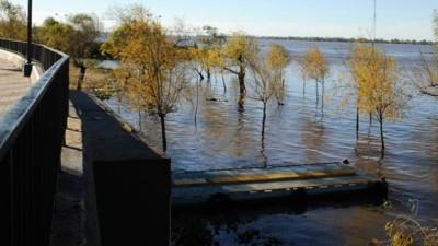 """El Paraná crece en Rosario pero desde el municipio consideran que la situación es """"controlable"""""""