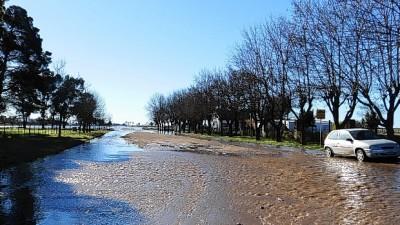 Siguen inundados campos y localidades de Coronel Suárez