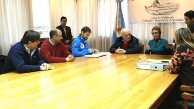 Ushuaia: firman convenio con Provincia para cancelar deudas con obras