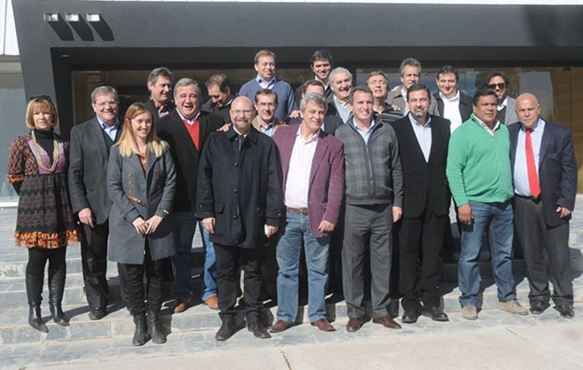 El Gobernador de Mendozase reunió con intendentes y legisladores del PJ para relanzar la gestión y sostener el empleo