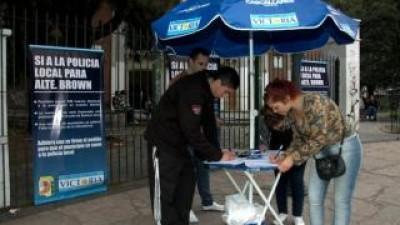 Almirante Brown: Juntan firmas para que el Intendente adhiera a la Policía Comunal