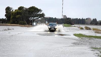 Lluvias en Buenos Aires: dos rutas de la zona siguen cubiertas por el agua