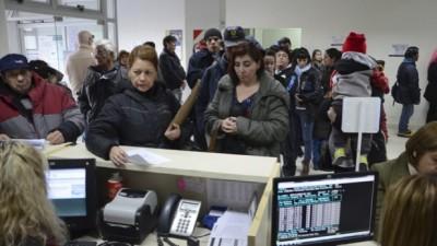 """Comodoro Rivadavia : La mayoría de los bancos se niega a cumplir con la ordenanza """"anticolas"""""""