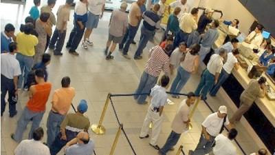 Comodoro Rivadavia: Desde hoy clientes no deben esperar más de una hora para ser atendidos