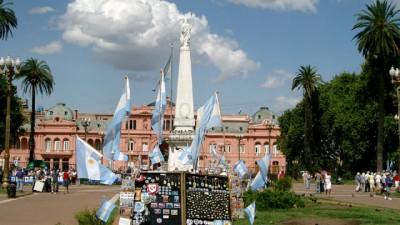 Según una encuesta, los argentinos apoyan al gobierno en la negociación con los fondos buitre