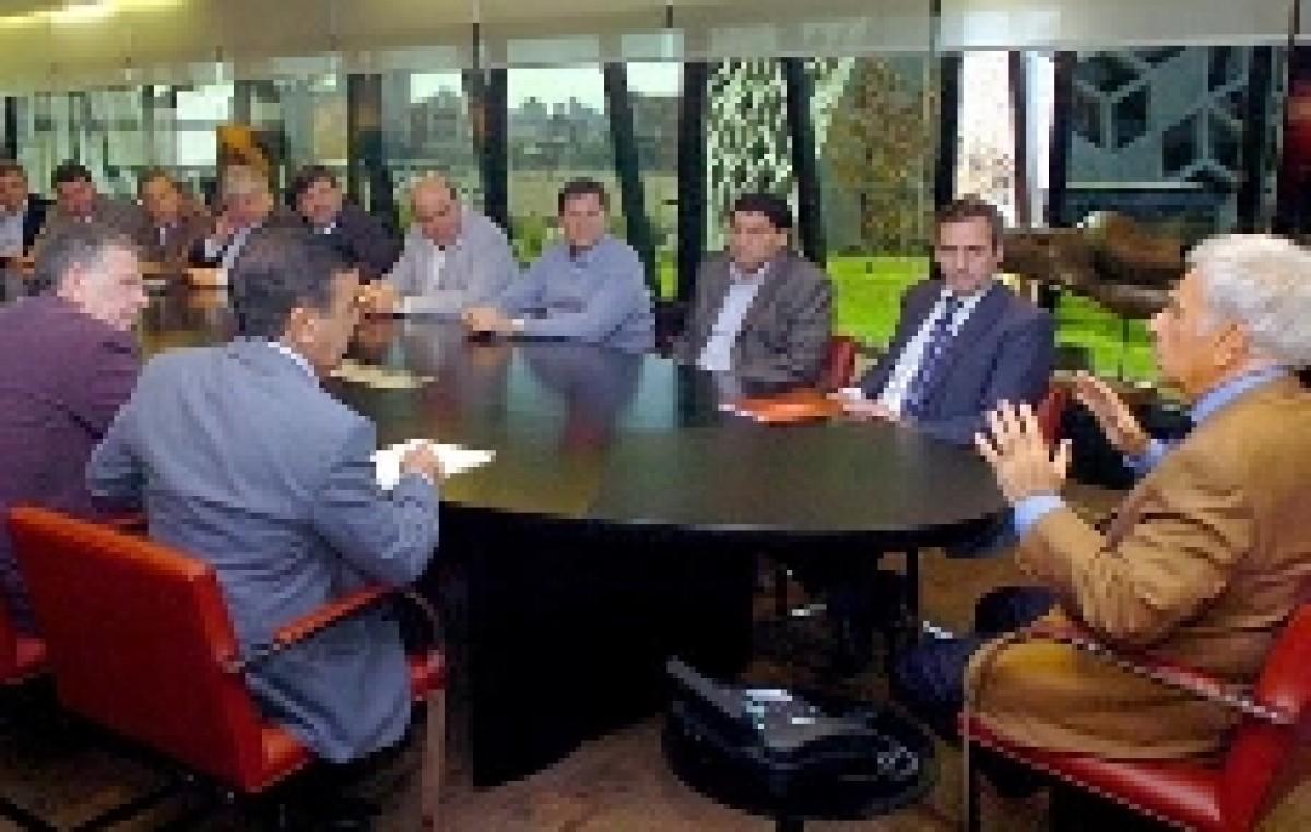 Córdoba: Sin Jure, De la Sota se reunió con los intendentes radicales