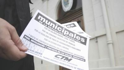 Municipales de Santa Fe agitan huelgaantes de fin de mes