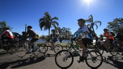 A pie, en bici o en colectivo, un día sin auto en Santa Fe