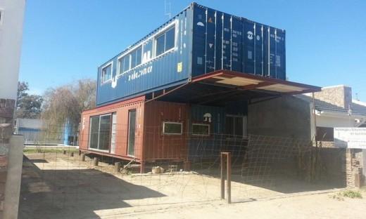 Novedoso en san marcos sud un vecino construye su casa con contenedores reciclados argentina - Viviendas de contenedores ...