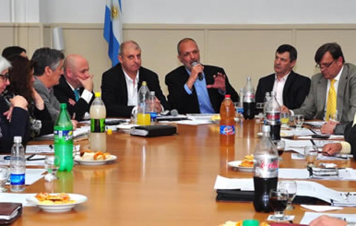Coparticipación : El Gobernador de Chubutpropuso a intendentes nuevo esquema de reparto