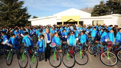 Entregan 1.290 bicicletas en los colegios de San Luis para promover el medioambiente