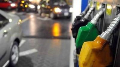 Buenos Aires: Críticas a intendentes massistas por cobrar una tasa municipal a la nafta