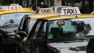La Plata: Impulsan una aplicación para que personas con deficiencias auditivas y/o de habla puedan solicitar un taxi o remis