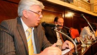 Buenos Aires: Ley de Municipales; Senador K critica tratamiento al proyecto