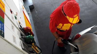 Comunas massistas de Buenos Aires defienden las tasas a los combustibles