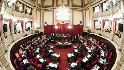 Buenos Aires: Una ley busca prohibir los concejales con dos cargos