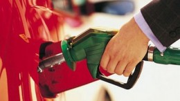 Polémica en puerta:El Intendente de Corrientes quiere cobrar por litro de nafta cargada