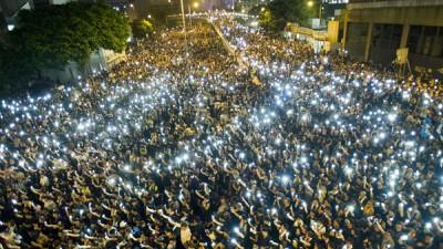 Multitudinarias protestas en Hong Kong en reclamo de una apertura democrática