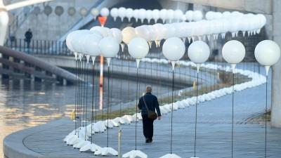 """Con una """"frontera luminosa"""" Berlín reconstruye una parte de lo que fue el trazado de Muro"""