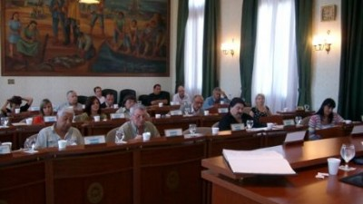 Debate en Ensenada por el sueldo del intendente
