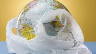 Histórico acuerdo en la Unión Europea para reducir uso de bolsas de plástico