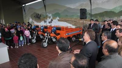 Tucumán: entregaron motocarros para que vecinos reemplacen los tracción a sangre