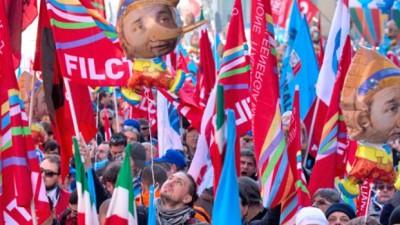 Masiva movilización en la primera huelga general en Italia contra el premier Renzi