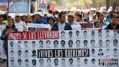 """1977, """"nacían"""" las Madres de Plaza de Mayo; 2014, nacen en México las Madres Guerreras de Iguala"""