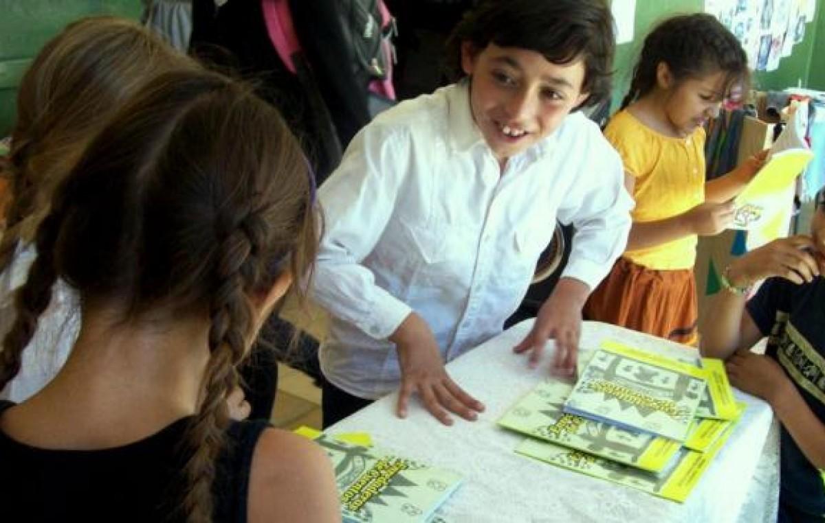 Escuela rural de La Serranita edita libro con historias escritas por alumnos