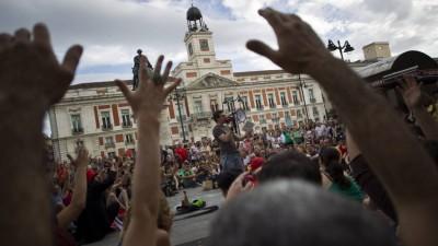 España: El ascenso de los indignados atemoriza al PP y al PSOE